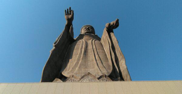 「高さ世界第5位の大仏を見て、日本の観光について考えさせられた。」